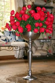 This vase - there are no words for its magnificence! I definitely need one in my house one day